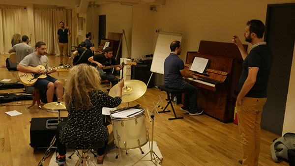 A lesson in jazz improvisation with piano drums guitar